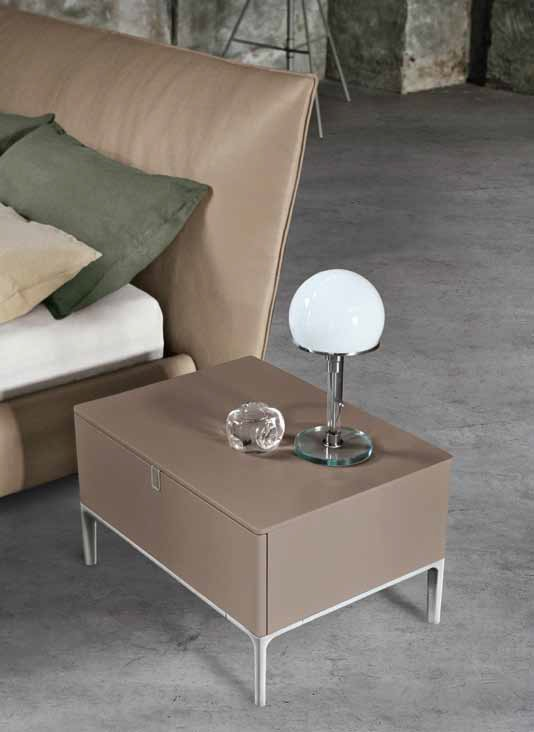 092-sin3_alivar_inside_bedside_table